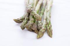 Zielony asparagus na białej pielusze Obraz Royalty Free