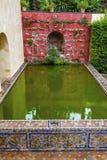 Zielony basenu odbicia Alcazar Royal Palace Seville Obrazy Stock