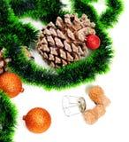 Zielony Bożenarodzeniowy świecidełko, choinek piłki, sosna rożek i cham, Obrazy Stock