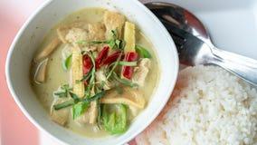 Zielony curry Z kurczakiem I Gotującym Rice zdjęcie stock