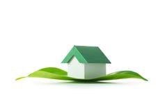 zielony dom ekologicznej Obrazy Royalty Free