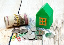 Zielony dom i pieniądze Fotografia Royalty Free