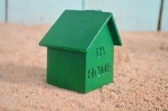 Zielony dom na plaży Fotografia Royalty Free