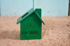 Zielony dom na plaży Obraz Royalty Free