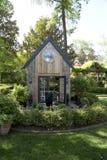 Zielony dom w podwórzu Zdjęcia Royalty Free