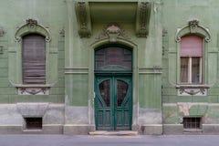 Zielony drzwi zielony dom w Sibiu, Rumunia Obrazy Royalty Free