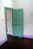 zielony drzwi pokój Zdjęcia Royalty Free