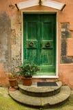 Zielony drzwi w wiosce Vernazza, Włochy Obrazy Stock