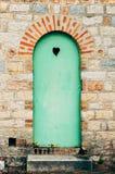 Zielony drzwi z czarnym sercem Obraz Royalty Free