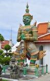 ZIELONY gigant W WACIE ARUN (świątynia świt) Obrazy Stock