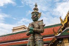 Zielony Gigantyczny opiekun w Wata Phra Kaew świątyni zdjęcia royalty free