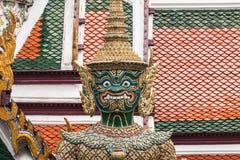 Zielony Gigantyczny opiekun w Wata Phra Kaew świątyni fotografia royalty free