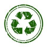 Zielony grunge przetwarza znaka znaczek na bielu Zdjęcia Stock