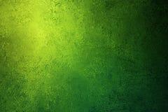 Zielony grunge textured światła reflektorów tło z kolorami i miękkim oświetleniem żółtych i błękita Obrazy Royalty Free