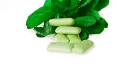 Zielony guma do żucia na bielu - jedzenie i napój Zdjęcia Royalty Free