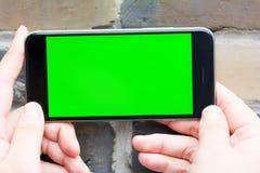 Zielony i pusty ekran mądrze telefon Obrazy Royalty Free