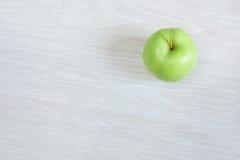 Zielony jabłko odizolowywający, odgórny widok Obrazy Royalty Free