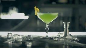 Zielony koktajl na barze zbiory