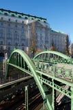 Zielony kolejowy most w Wiedeń, Austria Obrazy Royalty Free