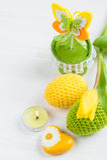 Zielony kolor żółty szydełkujący Easter jajka Obrazy Royalty Free