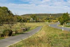 Zielony krajobraz wzdłuż populair trasy w Niemcy dzwonił Romantycznego Droga, Weikersheim zdjęcie royalty free