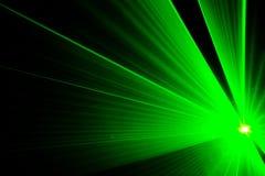 Zielony laserowy przedstawienie w dyskotece zdjęcie stock