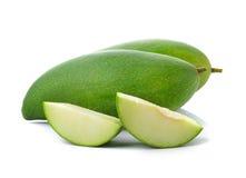 Zielony mango na białym tle Obrazy Stock