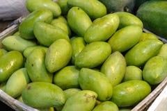 Zielony mango przy Świeżym rynkiem Obrazy Stock