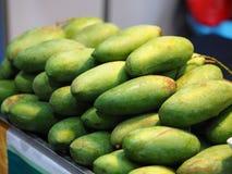 Zielony mango stos - owoc, dieting czysty jedzenie, Organicznie owoc Fotografia Royalty Free