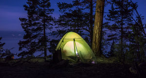 Zielony namiot przy nocą Obrazy Stock