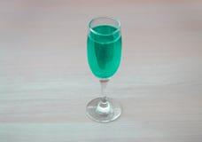 Zielony napój w szkle Obrazy Stock