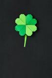 Zielony origami shamrock koniczyny liść Zdjęcia Royalty Free