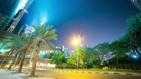 Zielony palmowy nocy 4k czasu upływ od Dubai citycenter zbiory