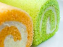 Zielony pandan i Pomarańczowy smak rolki tort zdjęcia royalty free