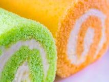 Zielony pandan i Pomarańczowy smak rolki tort zdjęcie royalty free