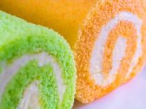 Zielony pandan i Pomarańczowy smak rolki tort fotografia royalty free