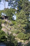 zielony park i skała w Pruhonice blisko Praga, republika czech obrazy stock