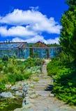Zielony park z drogą, ścieżka bambusowa drzewo aleja Ładny i wygodny wielki ogród Piękno natury krajobraz Fotografia Royalty Free