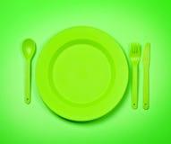 Zielony plastikowy rozporządzalny tablewar zdjęcia stock