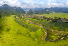 Zielony pole na g?rnej Gianh rzece fotografia royalty free