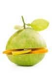 Zielony pomelo owoc cięcie z segmentami cytryna i pomarańcze na whit Obraz Royalty Free