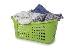 Zielony Pralniany kosz z odziewa Obrazy Stock