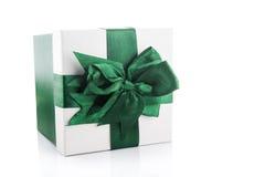 Zielony prezenta pudełko odizolowywający Fotografia Stock