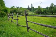 Zielony śródpolny wsi ogrodzenie Obrazy Royalty Free