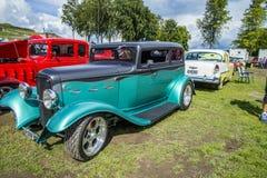 Zielony rocznika samochód Fotografia Royalty Free
