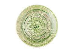 Zielony round ceramiczny talerz z spirala wzorem na bielu, odosobnionym obrazy royalty free