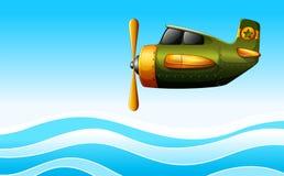 Zielony samolot nad ocean Zdjęcie Royalty Free