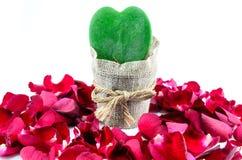 Zielony serce, Czerwone róże Fotografia Royalty Free