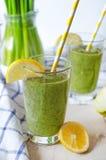 Zielony smoothie w szkle Fotografia Royalty Free