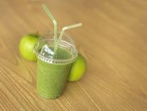 Zielony Smoothie Z jabłkami - Akcyjny wizerunek zdjęcia stock